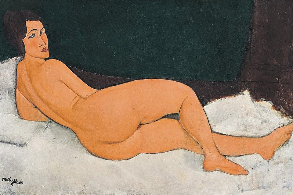 «Лежащая обнаженная (на левом боку)» входит в цикл из 22 полотен Амедео Модильяни в стиле ню. Большинство находится в крупнейших музеях мира, но 9 картинами владеют частные коллекционеры.
