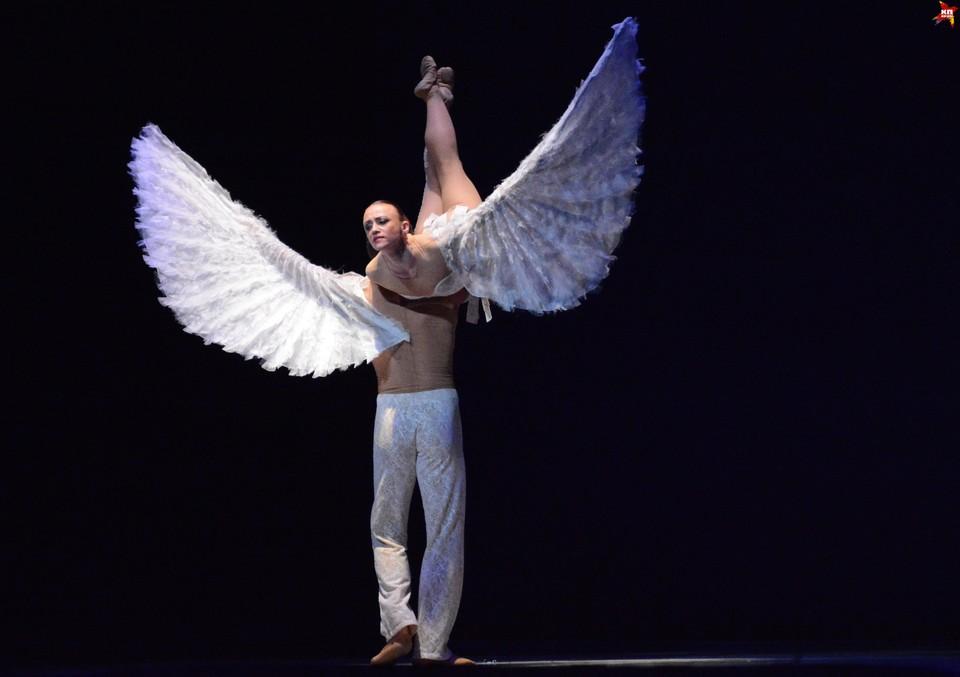 Сыктывкарскую публику познакомили с современным жанром, сочетающим акробатику и балет.