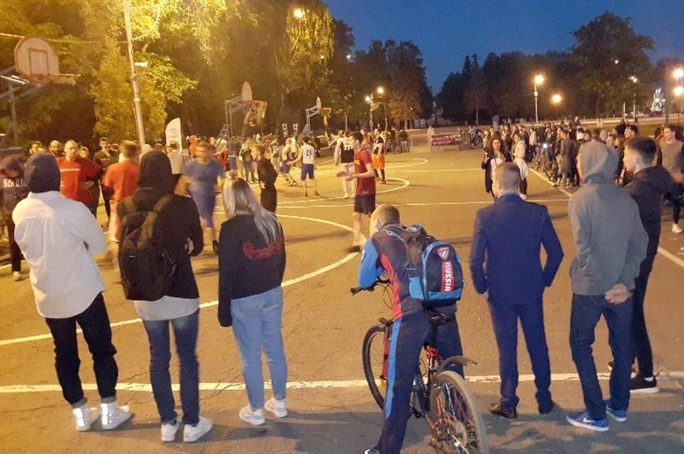 Место проведения мероприятия - площадь Революции