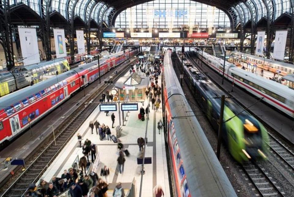 На вокзале в Гамбурге остановили движение поездов из-за утечки взрывоопасного вещества