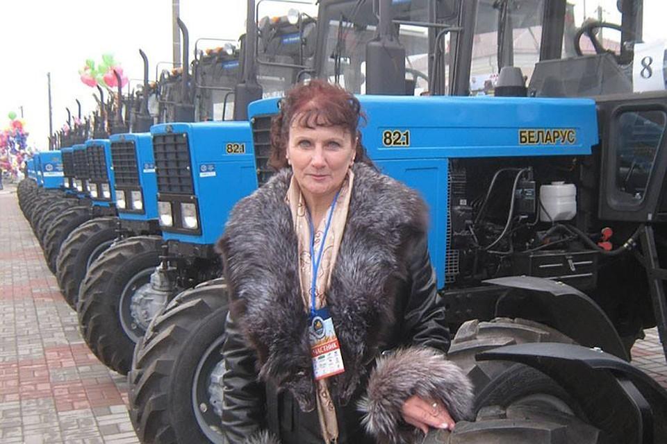 У трактористки в Буда-Кошелевском районе все-таки забрали именной трактор. Фото: Сельская газета