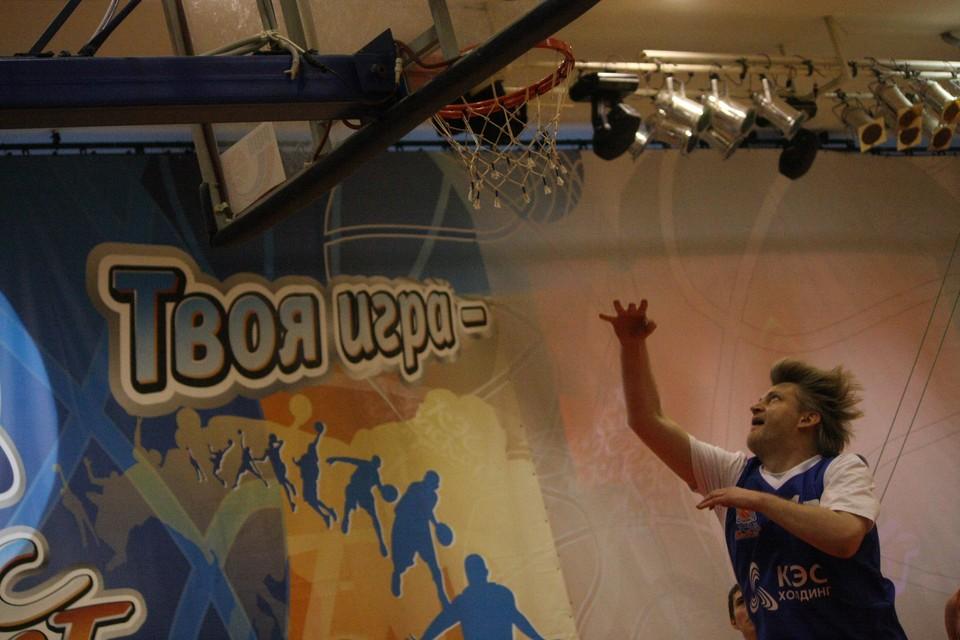 Александр Зарубин на игре Регионального финала чемпионата школьной баскетбольной лиги «КЭС-БАСКЕТ». Сыктывкар, 2010 год