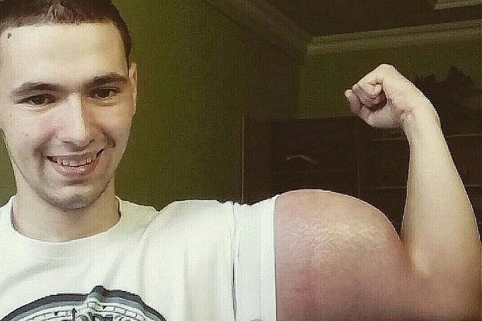 Кирилл Терешин помог другу отремонтировать машину. Фото: vk.com/slacker26rus