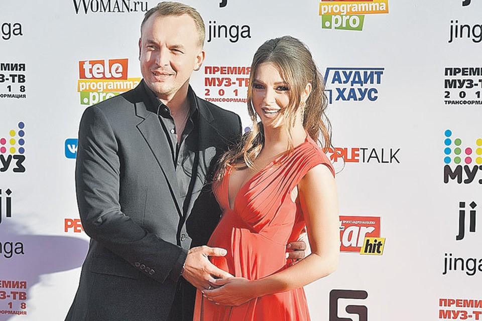 Нюша и ее супруг Игорь Сивов очень близки, но о своей беременности певица сообщила не сразу. Фото: instagram.com/nyusha_nyusha