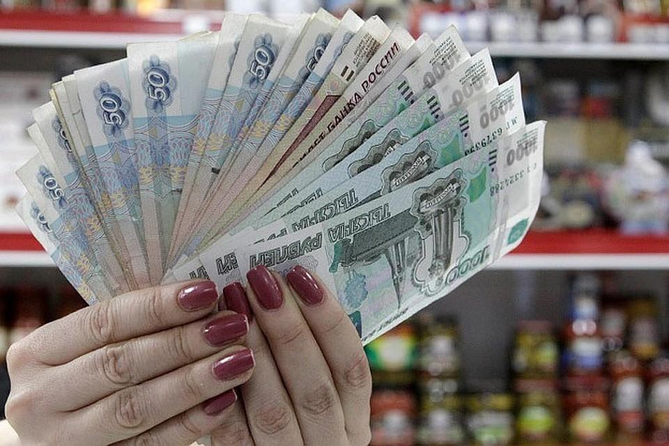 Россияне перестали копить и стали больше тратить