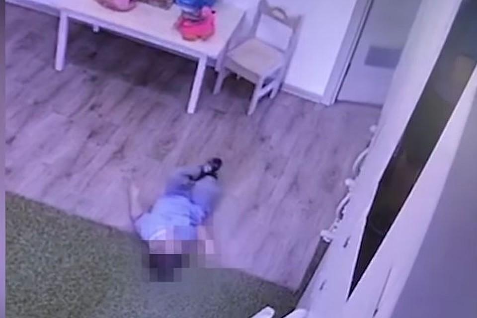 Заперли девушку в туалете она сначала поломалась, секс извращение садо мазо