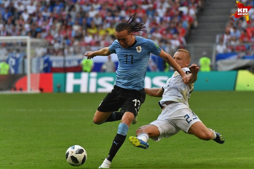 Уругвай играет против России в Самаре.