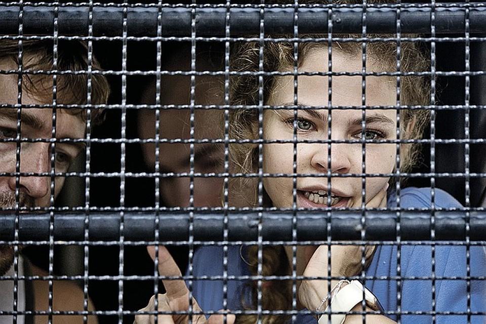 Пока небезызвестная эскорт-девица Настя Рыбка (она же Анастасия Вашукевич) парится в тайской тюрьме, куда попала за свои секс-тренинги, в России наблюдается сильная нехватка ее коллег по профессии. Фото: AP/EAST NEWS