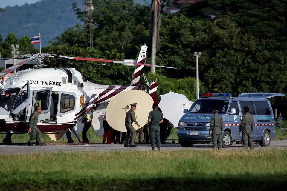 Вероятнее всего, седьмого спасенного подростка доставят в больницу на вертолете