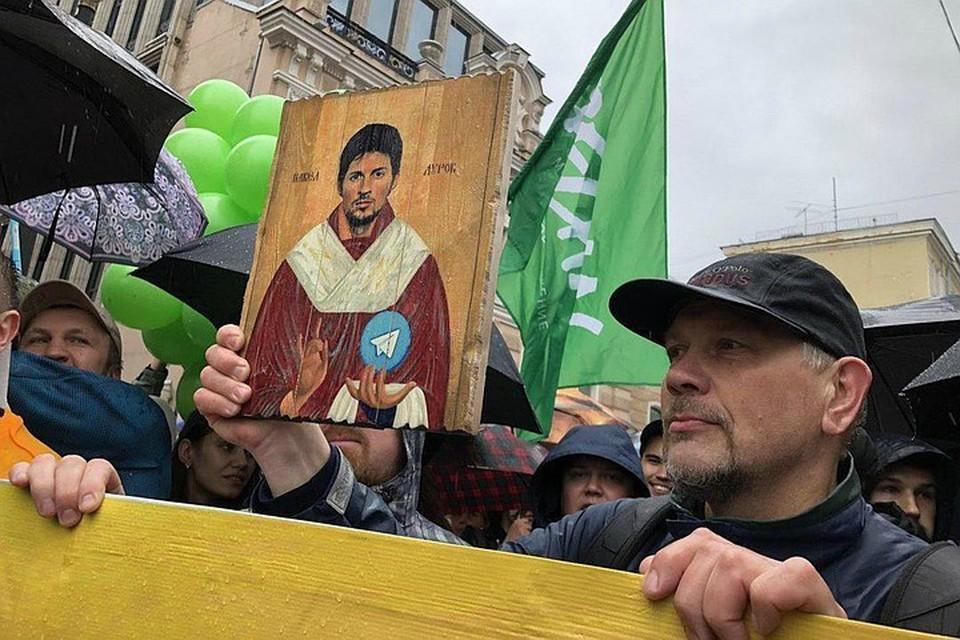 Икону с «ликом» Павла Дурова продали за одиннадцать с половиной бутылок шампанского