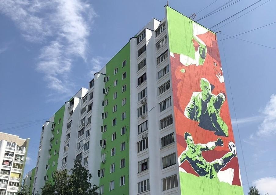883b3c7874bf Нога Бога и честь Дзюбы  в Москве и Самаре наперегонки рисуют граффити с  героями исторического матча Россия - Испания
