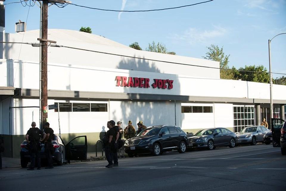 Супермаркет Trader Joe's в Лос-Анджелесе, где преступник взял заложников