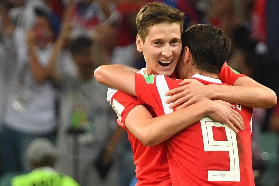 Российские футболисты в матче 1/4 финала чемпионата мира против хорватов.