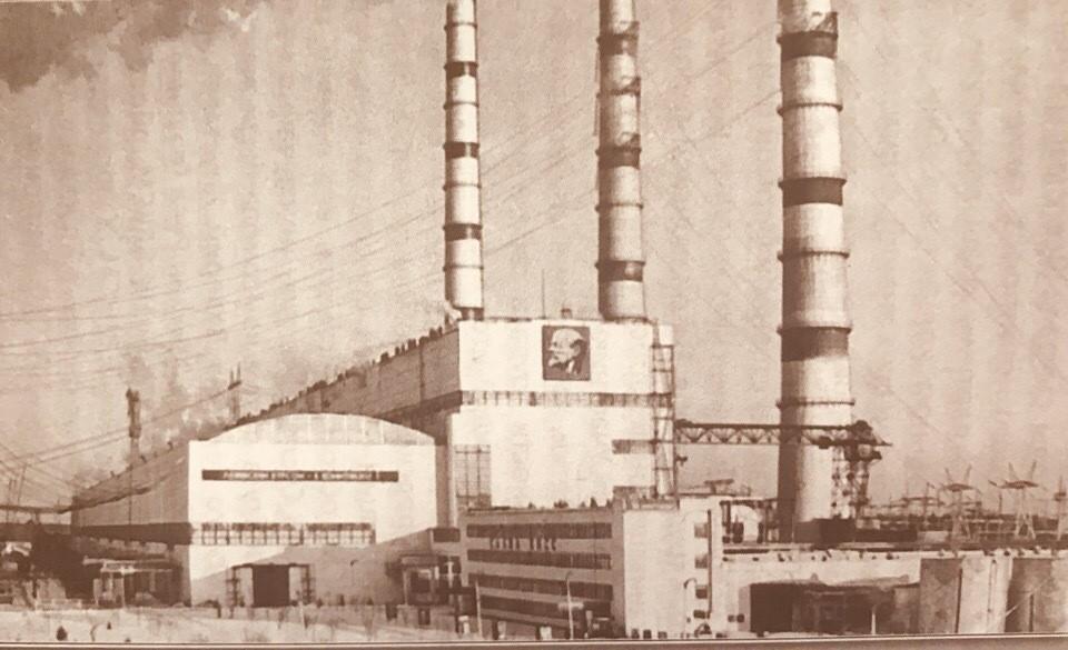 а ударной конаковской стройке трудились более тысячи комсомольцев. Фото: из книги «Комсомол - моя судьба»