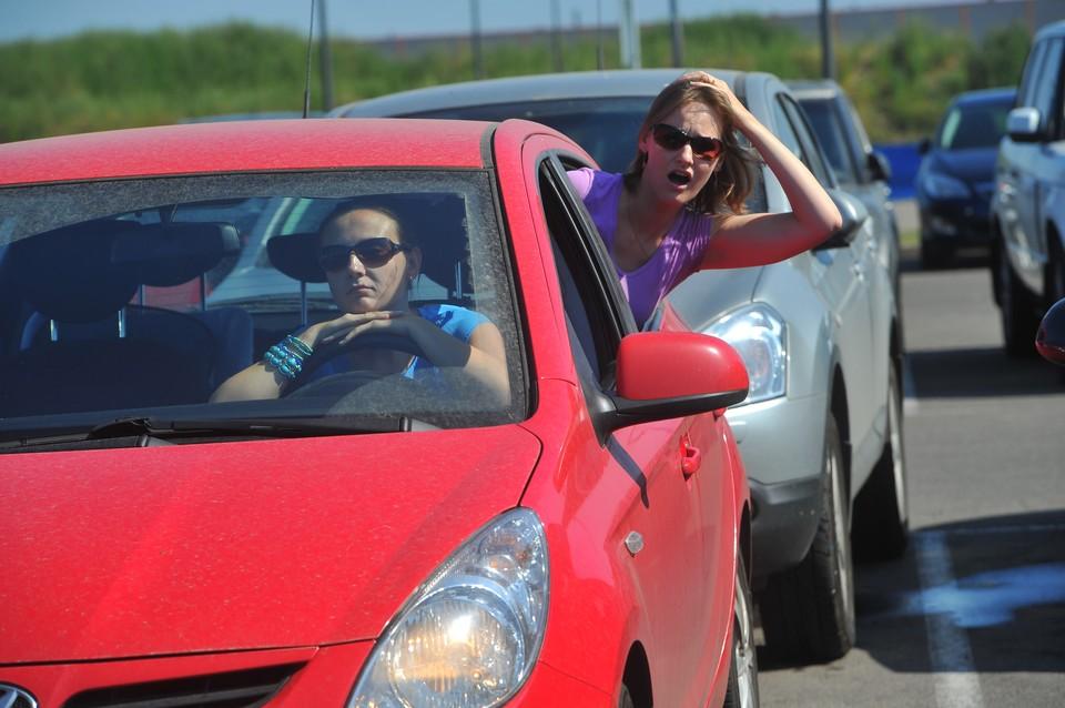 В пробках водители проводят от 1,5 до 4 часов.