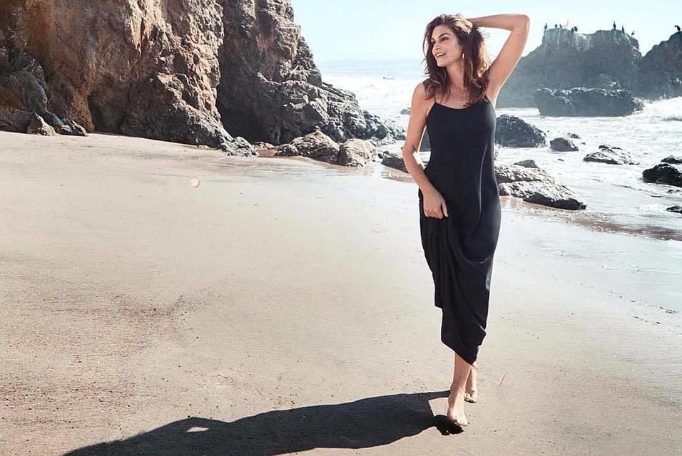 1bc4c42943fe Синди Кроуфорд отменяет старение  52-летняя модель выглядит как ее  17-летняя дочь