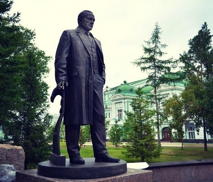 Цена на памятники омск врачу гранитные памятники каталог г