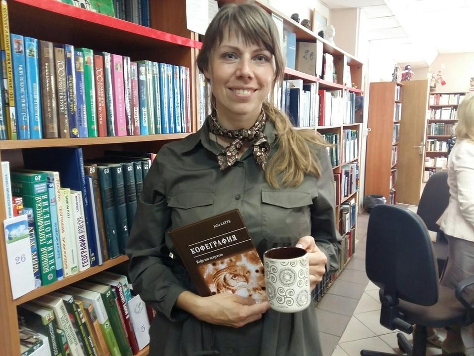 Юлия Латте одна из немногих художников, которые рисуют с помощью кофе.