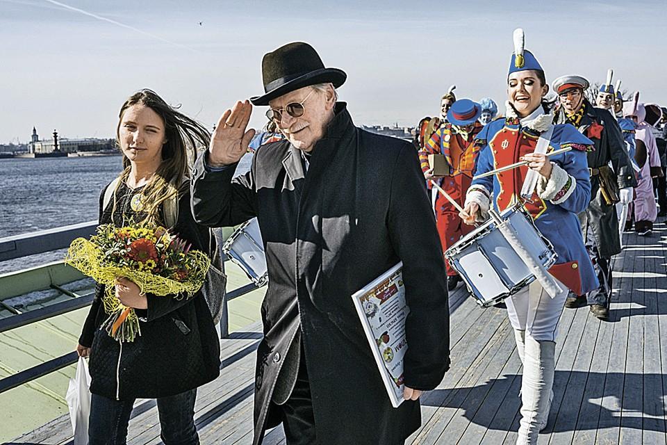 Наталье поначалу нравилась шумиха вокруг брака с пожилым артистом. Однако и это приелось. Фото: Алексей СМЫШЛЯЕВ/Интерпресс/ТАСС