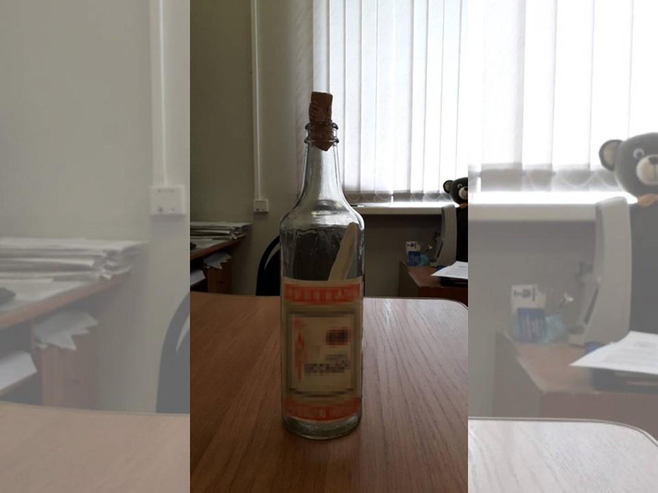Бутылку с посланием потомкам нашли в челябинском роддоме. Фото Натальи Цветковой.