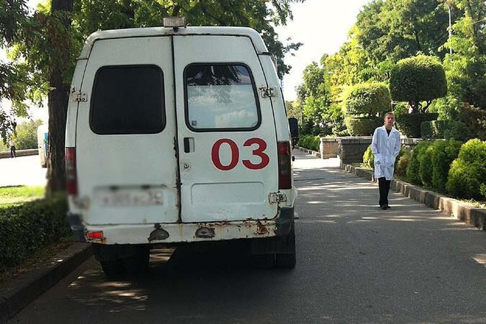 """Мужчину на """"скорой"""" отвезли в больницу №4. Фото: Тат Гаспарян"""