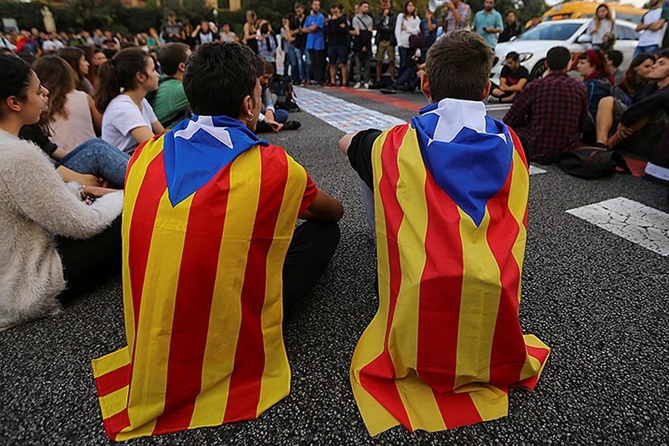 В Каталонии проходят массовые акции протеста, приуроченные к годовщине референдума о независимости региона