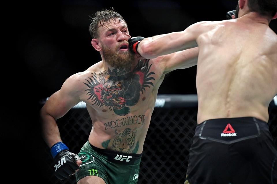 Хабиб Нурмагомедов одержал победу в бою с Конором Макгрегором в рамках турнира UFC 229 в Лас-Вегасе