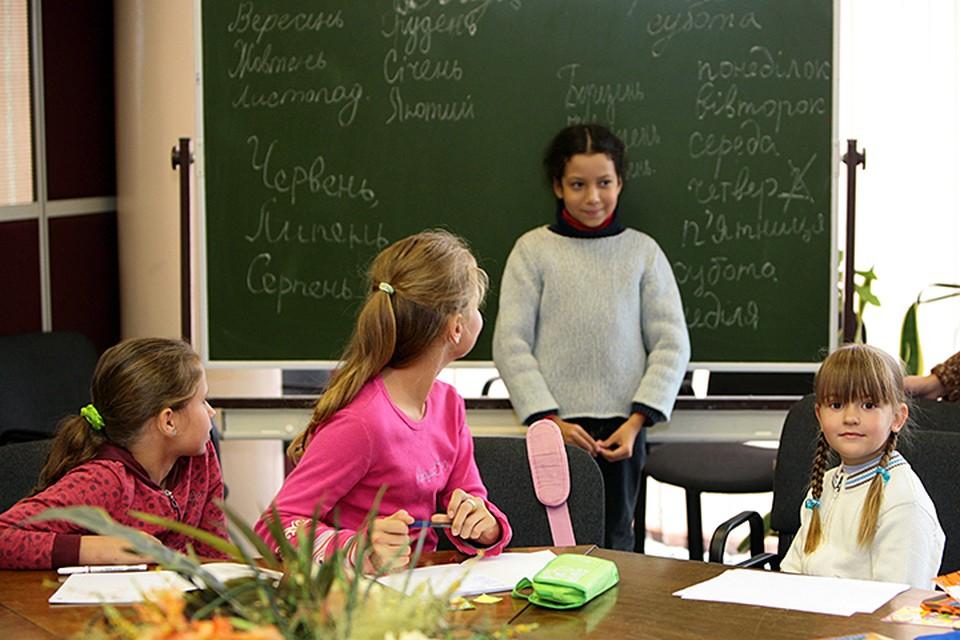 Ничтожные послабления остаются для школ: кое-где преподавание на «языках меньшинств» допускается, в каком объёме — пока не ясно