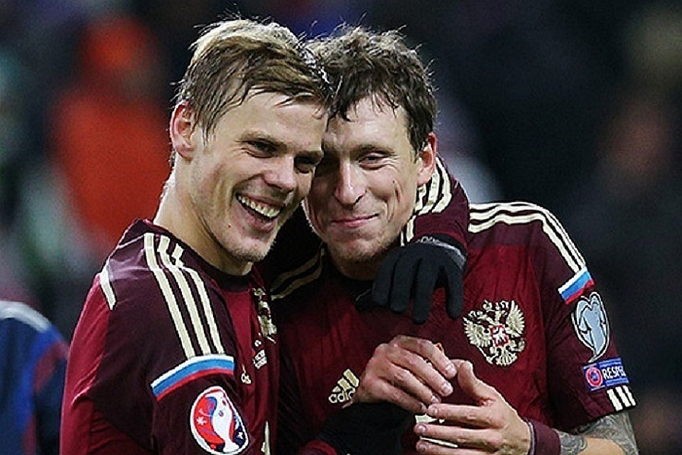 Футболисты Павел Мамаев и Александр Кокорин. Фото Станислав Красильников ТАСС