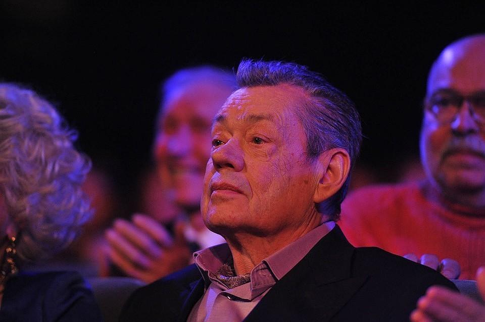В начале октября Николай Петрович попал в реанимацию с двусторонним воспалением легких