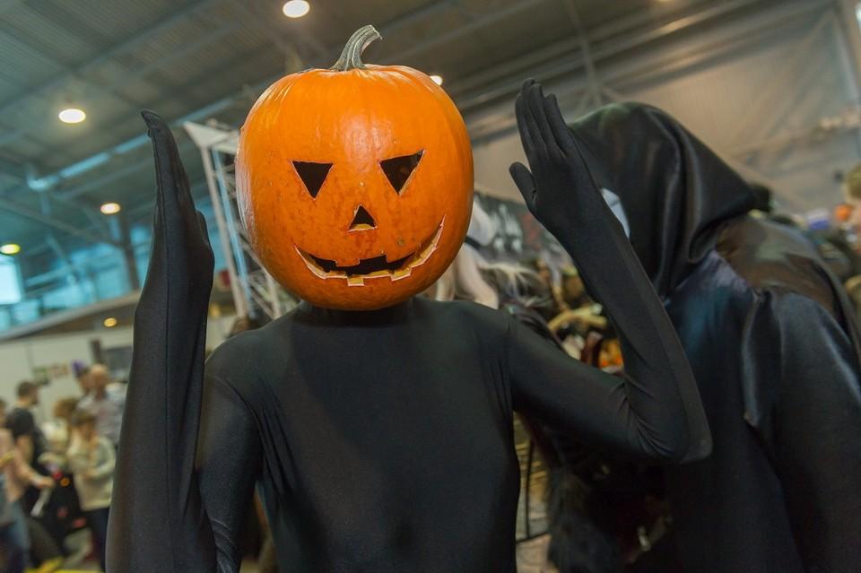 Пскович утверждает, что студентов на парах заставляют отмечать хеллоуин против их воли.