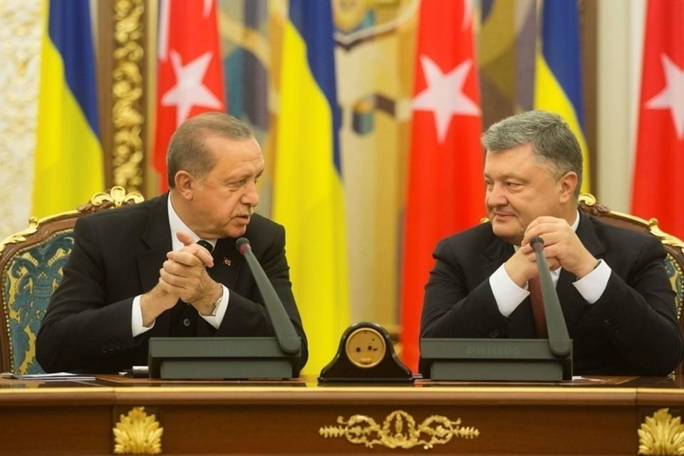 Порошенко пригласил Анкару поучаствовать в миротворческой миссии в Донбассе
