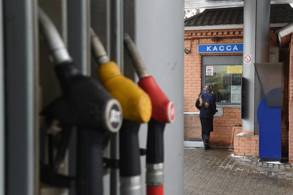 С нефтекомпаниями подписаны договоренности о заморозке цен на автомобильное топливо