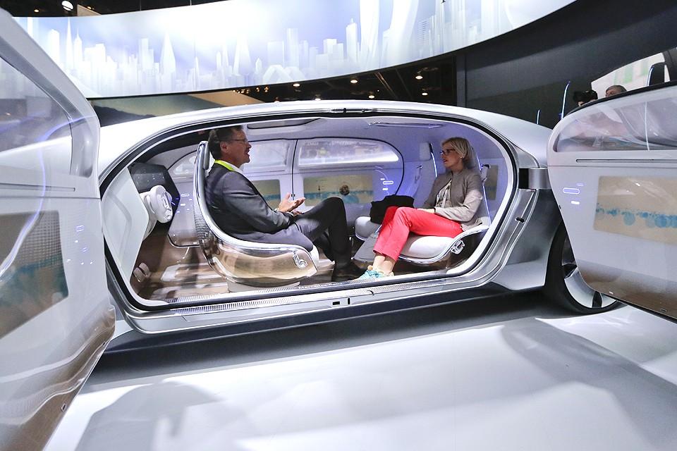 Концепт-кар беспилотного автомобиля в исполнении компании Мерседес.