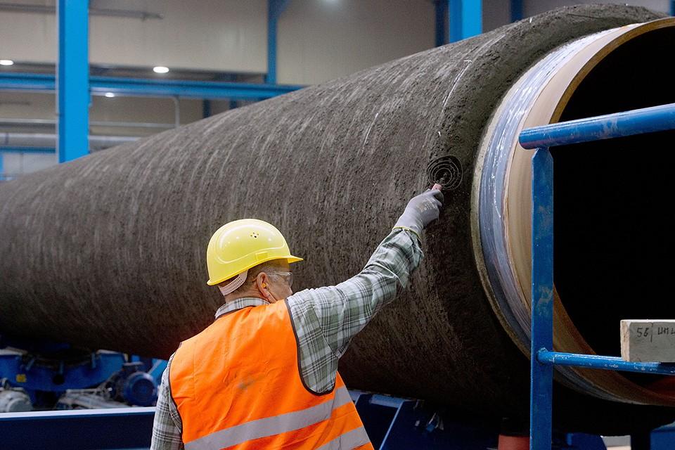 """Бетонирование труб для газопровода """"Северный поток - 2"""" на заводе Wasco в Германии. ФОТО DPA/TASS"""