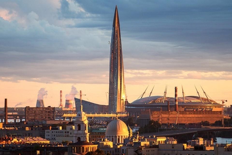 Вид на общественно-деловой комплекс «Лахта Центр» и стадион «Санкт-Петербург». Фото: Алексей Голубев/Интерпресс/ТАСС