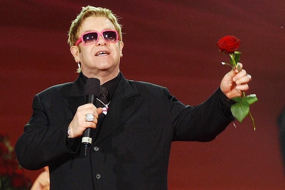 Элтон Джон отменил концерт из-за проблем со здоровьем