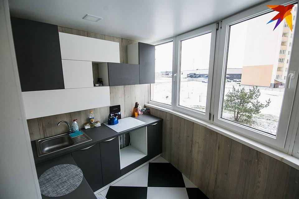 В лоджии площадью 5 квадратов сделали кухню. Ремонт обошелся около $3340.