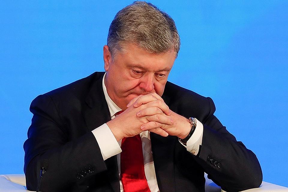 Петро попытался дозвониться в Кремль. Но то ли просрочил платеж за телефон, то ли абонент был занят более важными делами