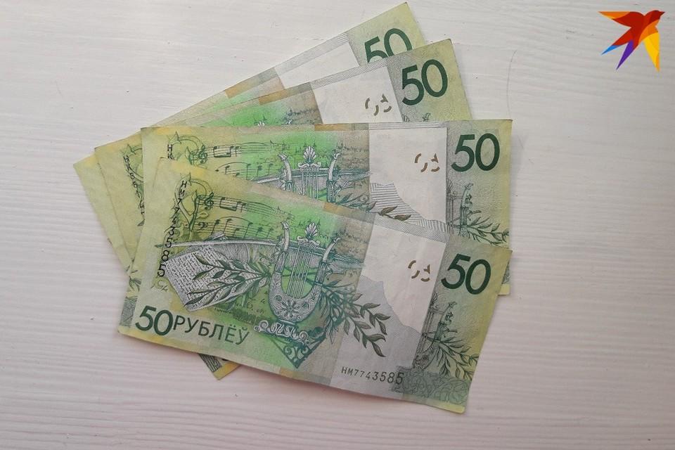 Женщина забрала деньги, а паспорт пенсионера оставила на полу.