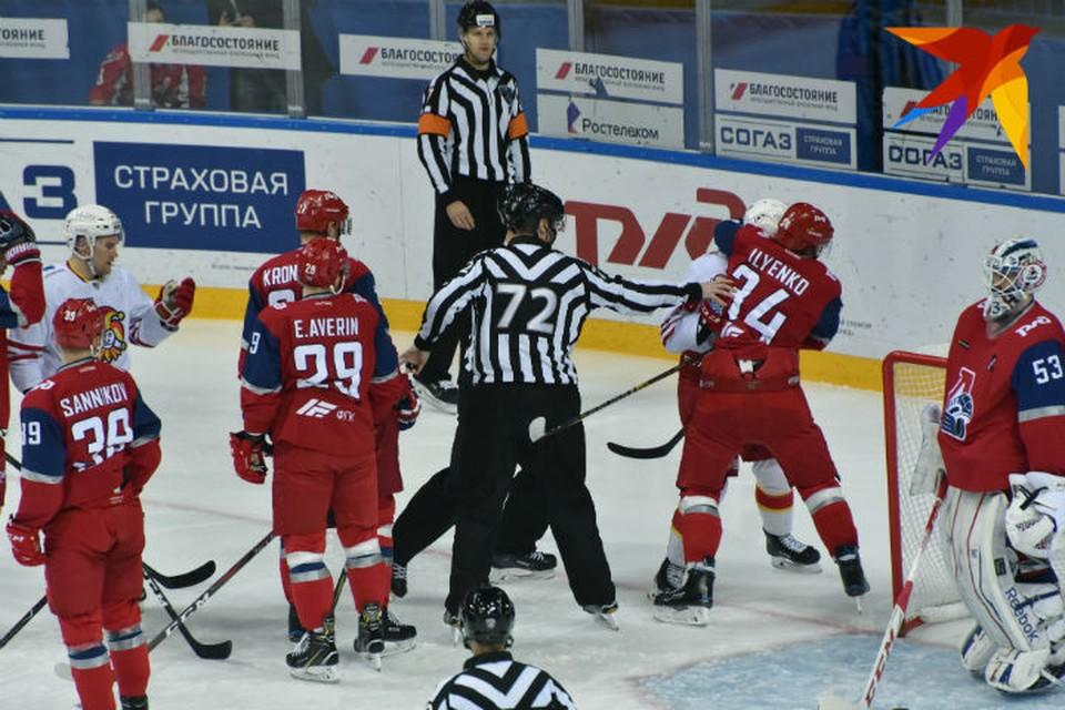После удара от ярославского хоккеиста судья пропал в больницу.