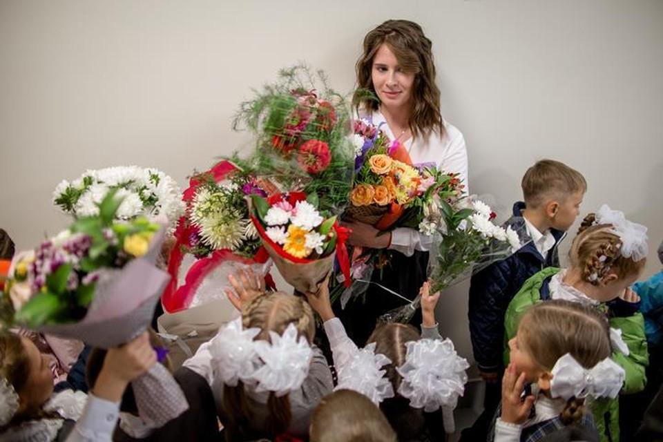 В Минпросвещения РФ оценили возможный запрет учителям принимать подарки