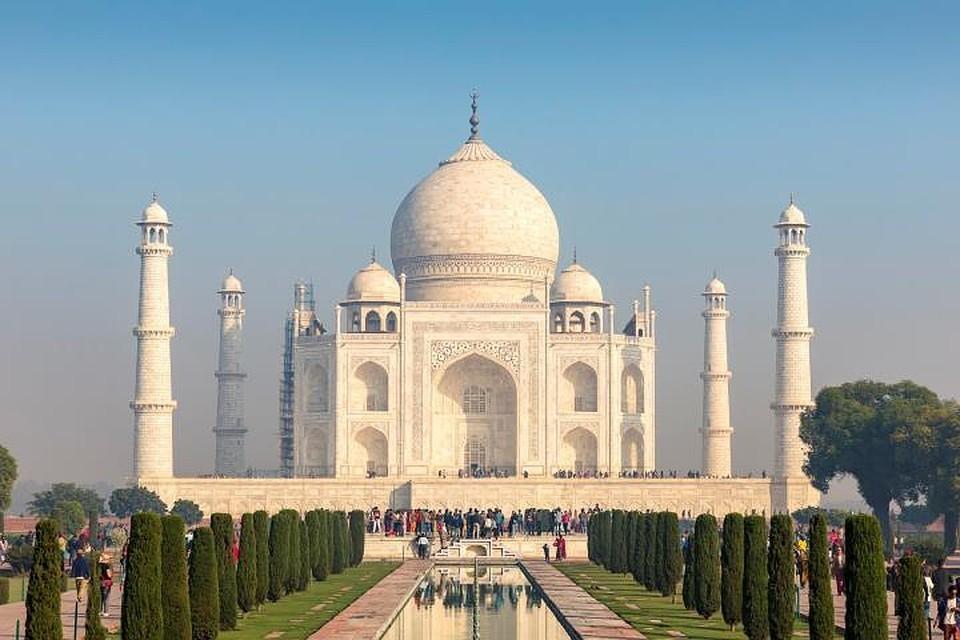 Дополнительная плата будет взиматься за вход в главный мавзолей комплекса, в котором находятся реплики могил Шах-Джахана и Мумтаз-Махал.