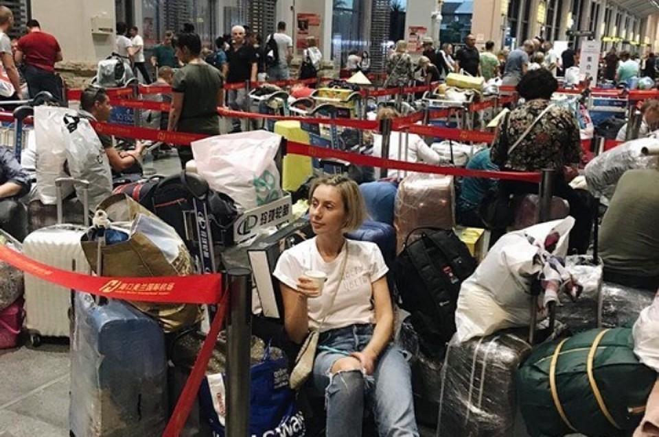 Российские туристы в Китае не могут вернуться домой