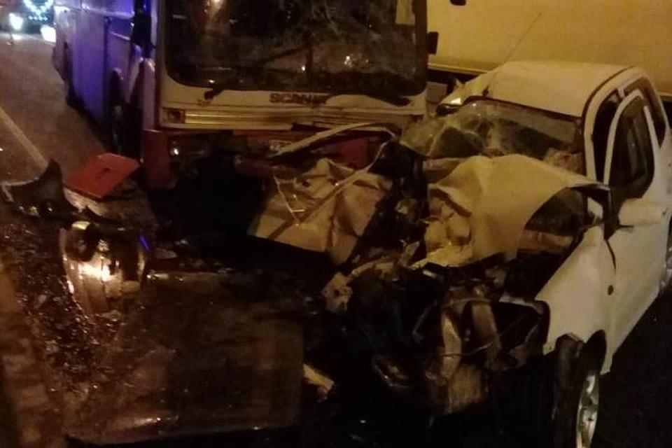 Под Новороссийском столкнулись легковушка и автобус