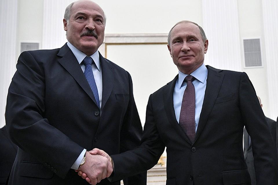 Лукашенко заявляет, что он-то как раз за интеграцию, но поступаться суверенитетом Белоруссии при этом не будет
