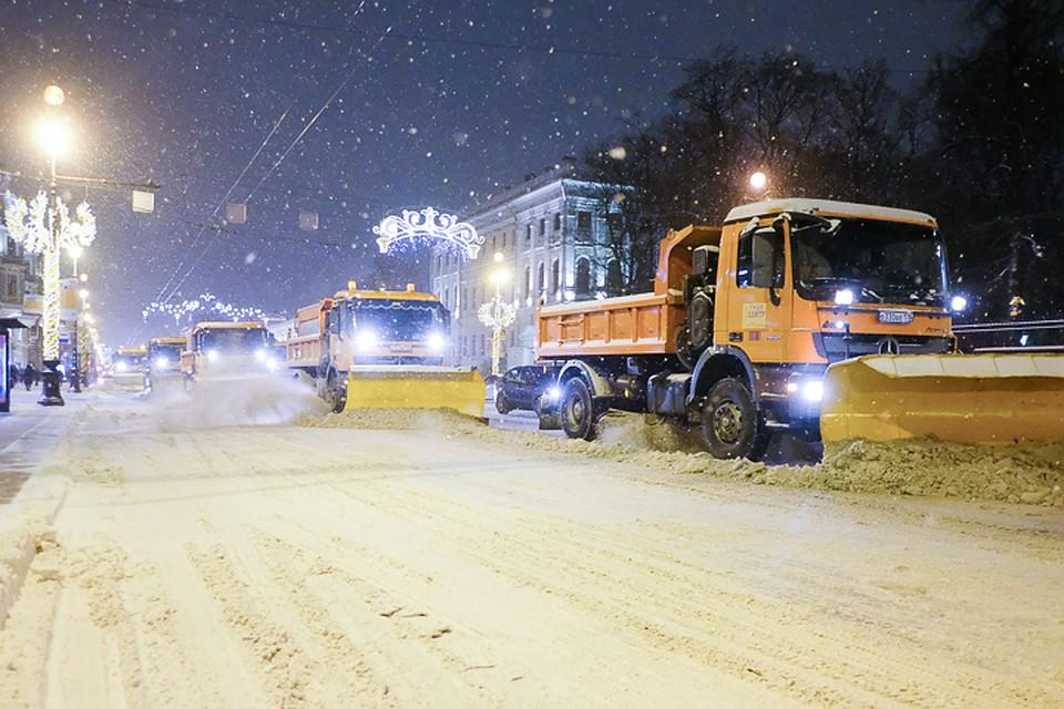 Безопасность граждан прежде всего: коммунальщики не справляются с непогодой в Питере