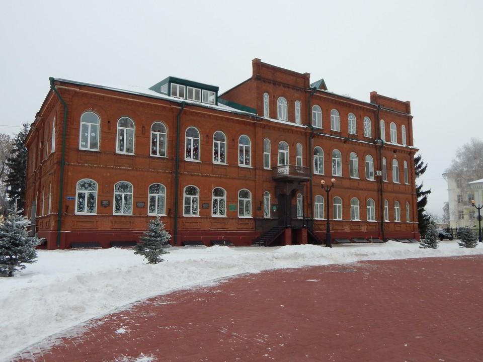 Несколько старых школ заменят на одну новую.