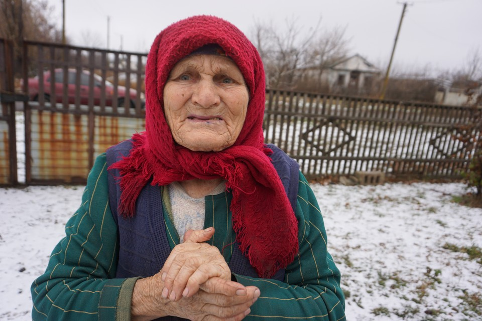 Бабушка, живущая на передовой в Новой Ласпе, ощущает всю любовь Украины.