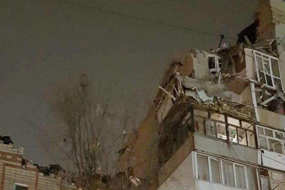 Спасатели извлекли живого ребенка из-под завалов дома в Ростовской области